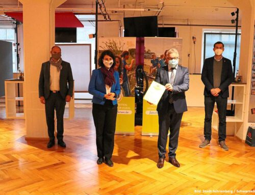 """Minister zeichnet Stadt Schramberg & """"Zum Frieder"""" aus"""